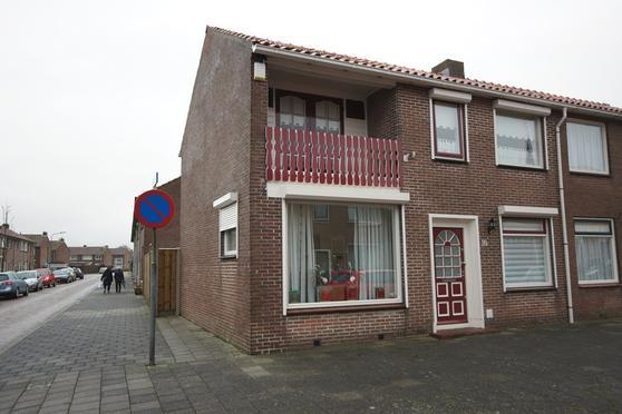 Bastingstraat 10 in Oude-Tonge 3255 AA