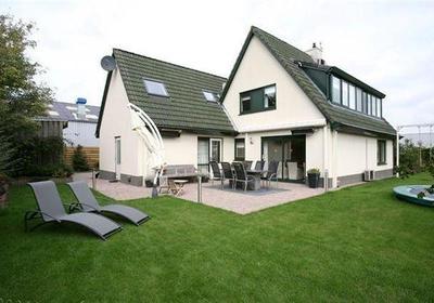 Te koop buitenterrein 2.310 m² met woonhuis in Nijkerk aan Gildenstraat 8A. Voor informatie bel met RéBM Bedrijfsmakelaardij Amersfoort 033 476 85 30