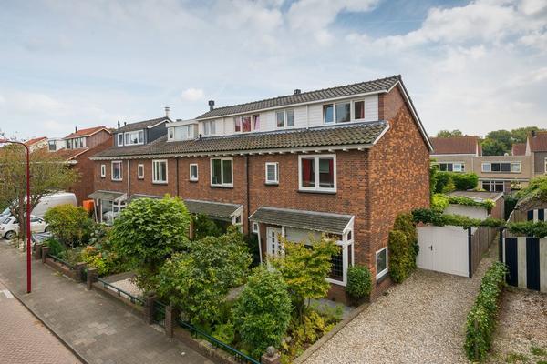 Beatrixstraat 15 in Barendrecht 2991 BA