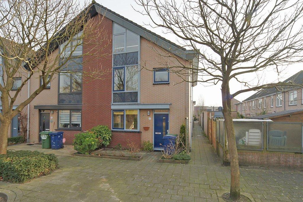 Complete Badkamer Almere : Cornelis vlotstraat 17 in almere 1318 ae: woonhuis. spijker