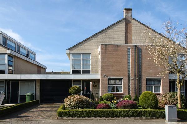 Clara Wichmannstraat 102 in Ridderkerk 2984 XJ