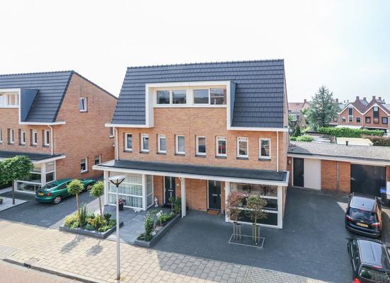 Clausstraat 55 in Hellevoetsluis 3223 XZ