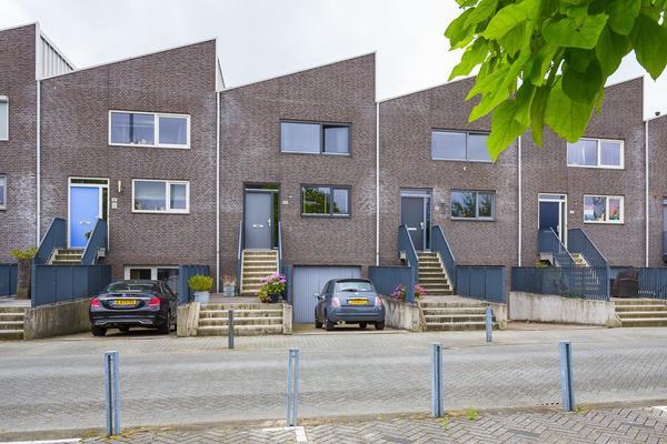 Strausslaan 35 in Nieuw-Vennep 2151 NE