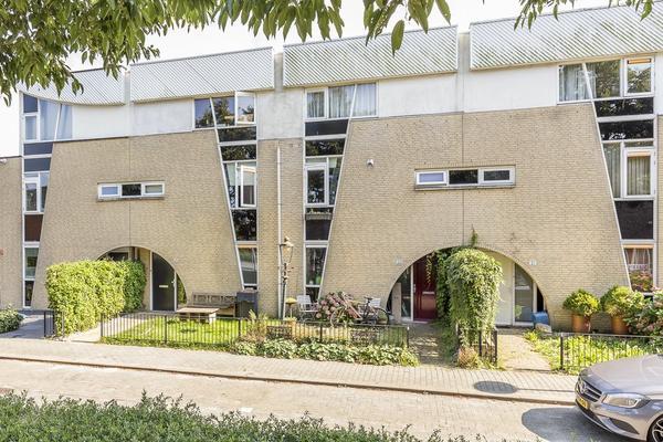 Loenerveld 23 in Nieuw-Vennep 2151 JK
