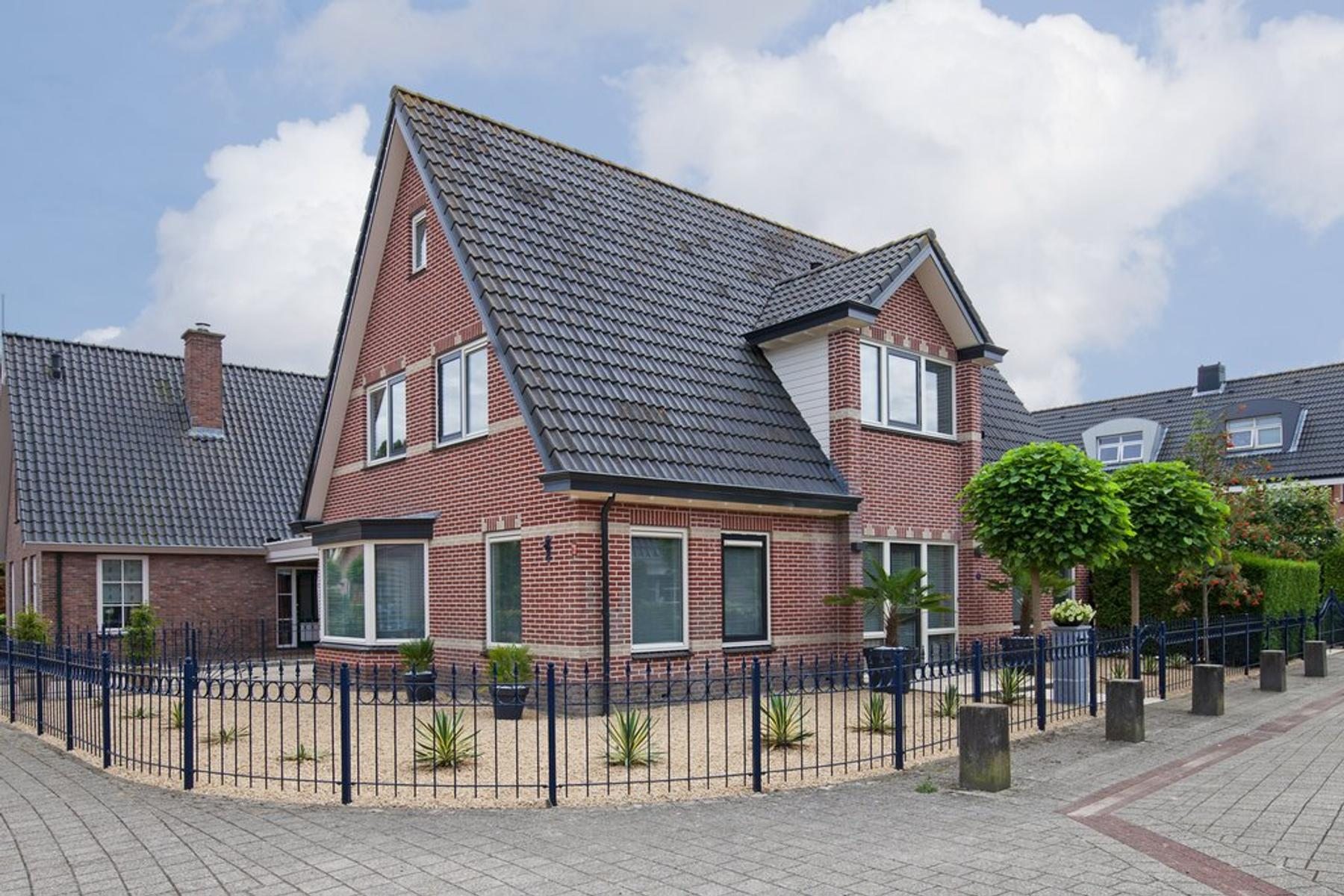 Mari andriessenhof 71 in hoorn 1628 zp: woonhuis. de stijl