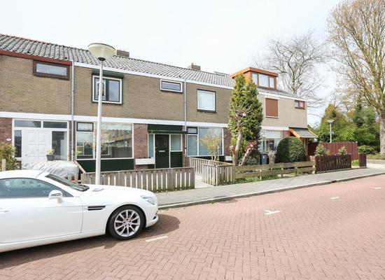 Bettjens Hoekstraat 8 in Hellevoetsluis 3223 BB