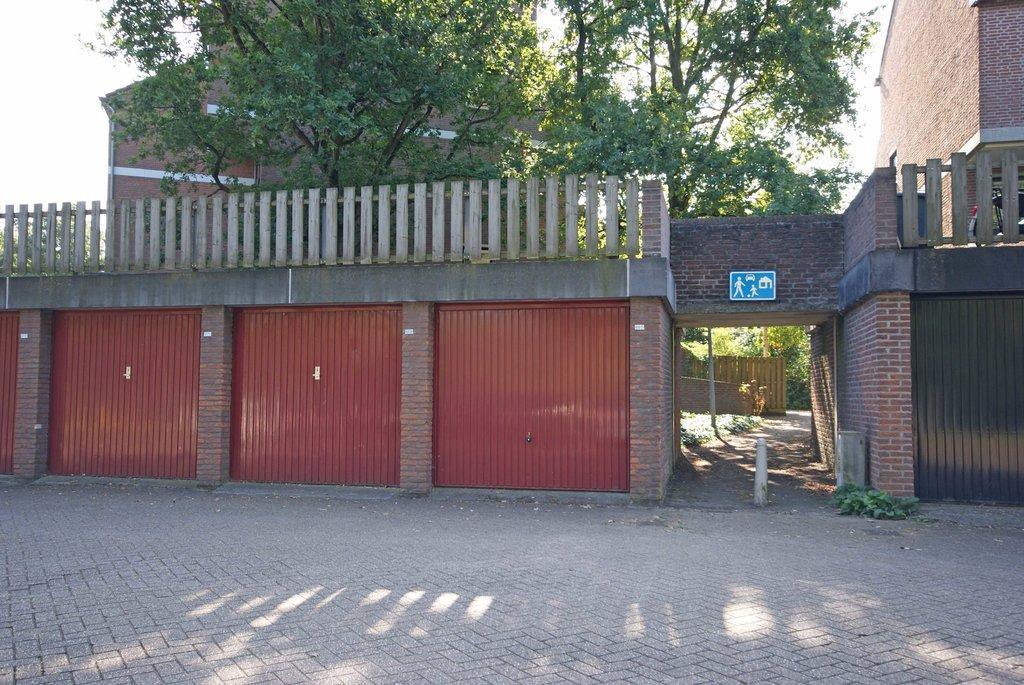 Garage Huren Utrecht : Albert van dalsumlaan 667 in utrecht 3584 hn: garagebox te huur