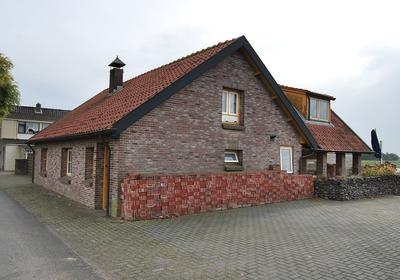 Aalburgsestraat 43 in Wijk En Aalburg 4261 BJ