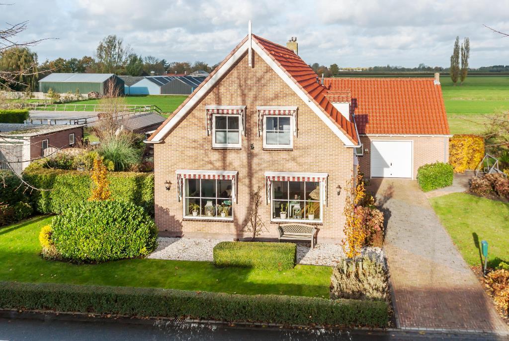 Molenweg 74 in wijdenes 1608 eg: woonhuis te koop. 4x1 makelaardij