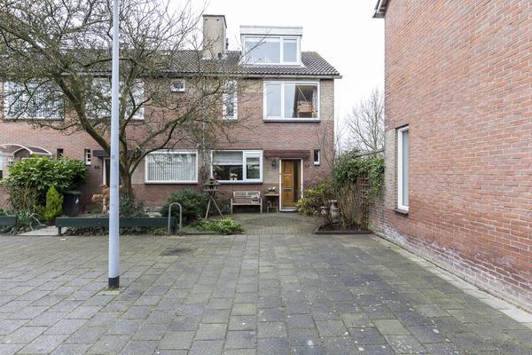 Wikkestraat 42 in Nieuw-Vennep 2153 CH
