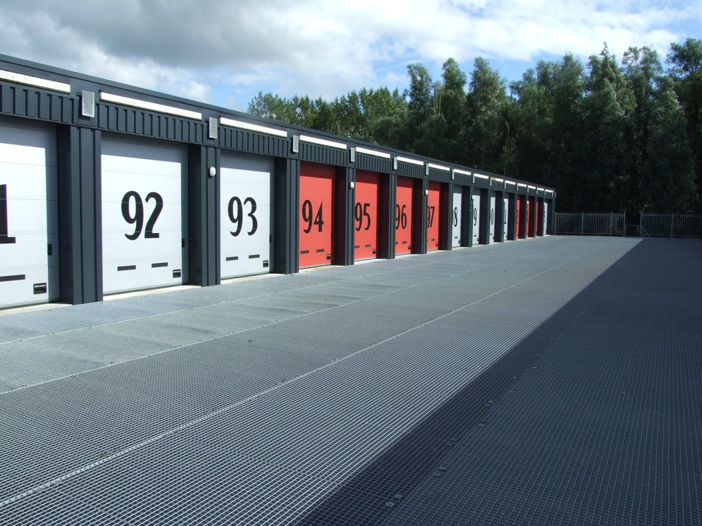 Garage Huren Almere : Bolderweg 20 89 in almere 1332 av: garagebox te koop. siewe makelaars