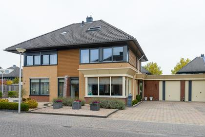 J. Van Zantenstraat 62 in Meteren 4194 VC