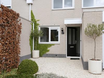 Philips Van Almondestraat 27 in Hellevoetsluis 3223 RA