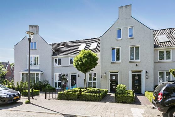 'T Leemsveld 10 in Helmond 5706 KN