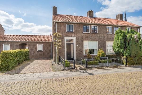 Pastoor Van Akenstraat 19 in Vlijmen 5251 BD