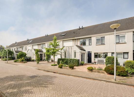 Baron Van Leydenstraat 34 in Hellevoetsluis 3223 HB