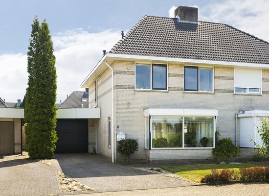J. Van Zantenstraat 17 in Tiel 4007 WC
