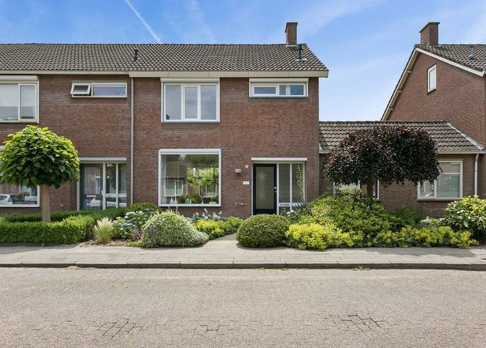 Plataanstraat 10 in Steenbergen 4651 KL