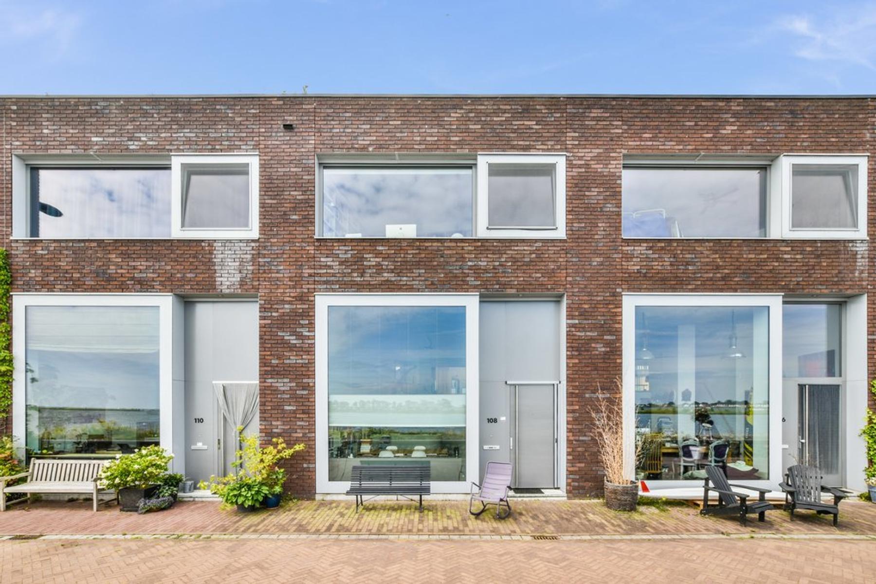 Windjammerdijk 108 in amsterdam 1086 vc: woonhuis. henk burger
