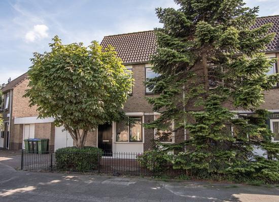 Adriaan Van Der Kloosterstraat 11 in Hoek Van Holland 3151 JB