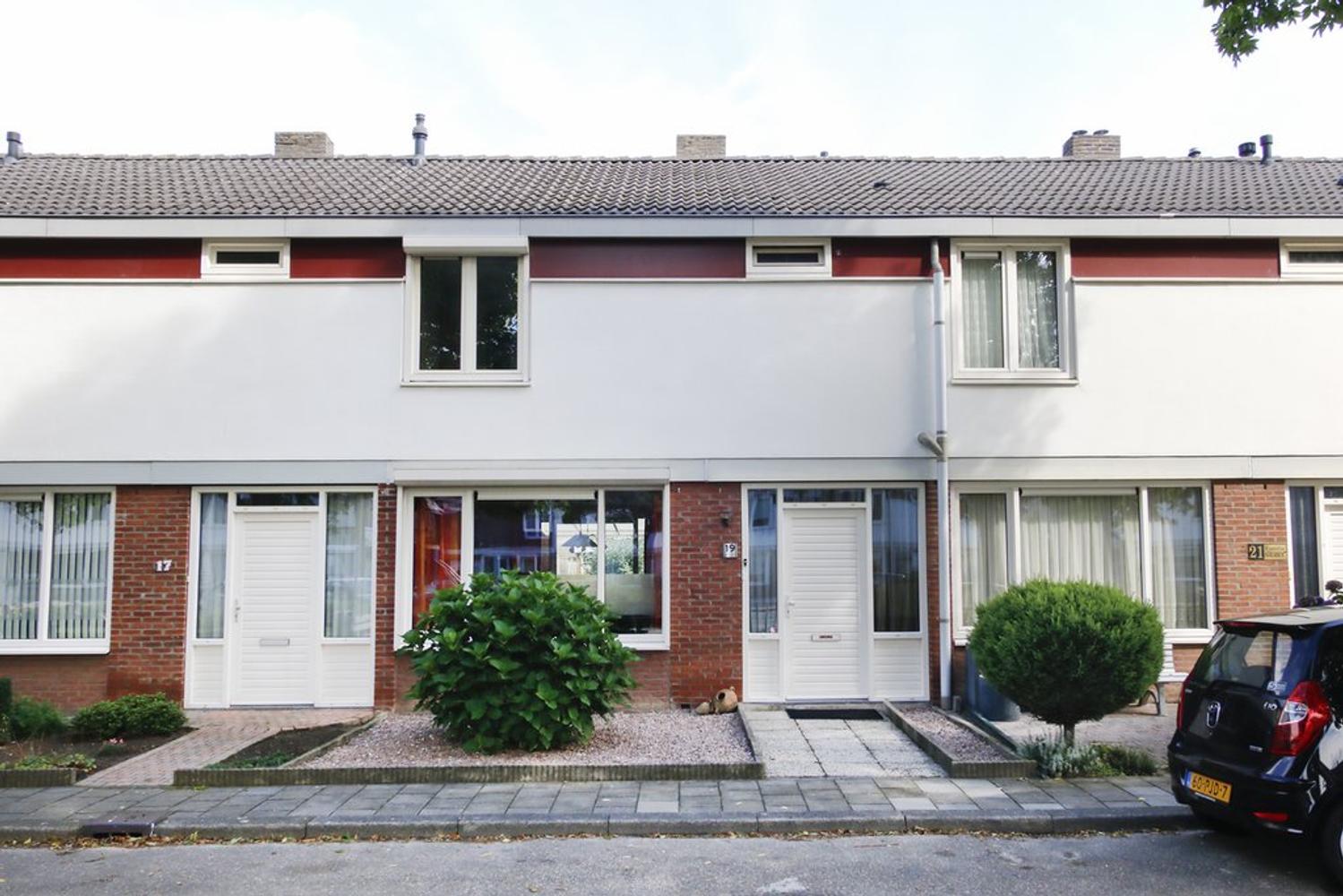 Magdalenastraat 19 in weert 6004 jh: woonhuis. laenen makelaardij