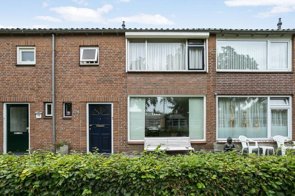 Klaproosstraat 108 in waalwijk 5143 ca: woonhuis. erik douwes