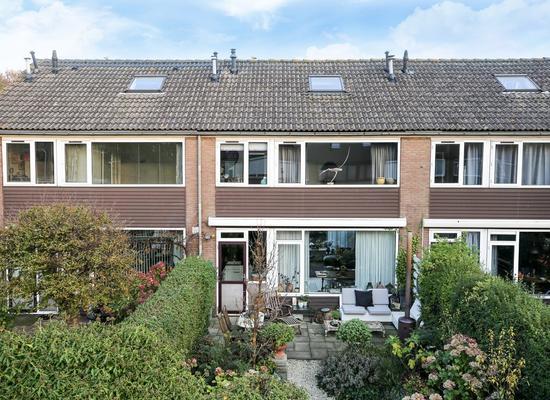 Veeckensstraat 9 in Hellevoetsluis 3221 BW