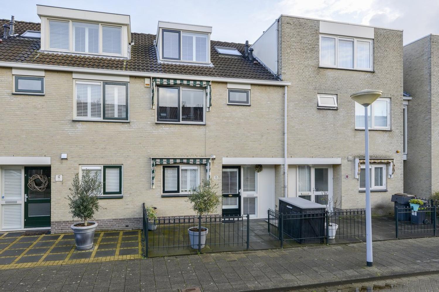 Rozenstraat 15 in badhoevedorp 1171 mx: woonhuis. barnhoorn