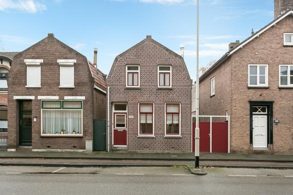 Spoorstraat 256 in Roosendaal 4702 VR