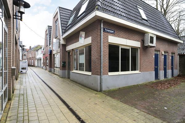 In het centrum van Nijkerk, nabij een groot parkeerterrein, is winkelruimte van ca. 78 m² te huur. Het winkelpand is gelegen aan het Synagogepad 12A.  Het Synagogepad staat bekend als één van de belangrijkste wandelpaden naar de drukke winkelstraten de Singel en het Plein. In de buurt zijn winkeliers gevestigd als Loft22, HEMA, ETOS, Bakkerij Bart, Kruidvat en Bruna.  Meer informatie via ReBM Bedrijfsmakelaardij Amersfoorrt