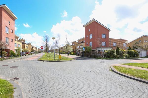 Laan Van Loevestein 11 in Nieuw-Vennep 2151 EC