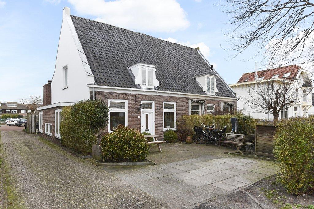 Hoofdstraat 127 in sassenheim 2171 ba: woonhuis. panne van soest