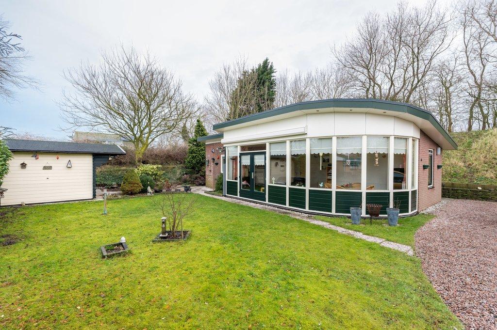 Beatrixweg 1 66 in ouddorp 3253 bb: woonhuis. tanis & akershoek