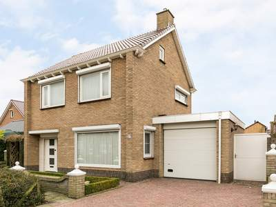 Rozenstraat 27 in St. Willebrord 4711 GD