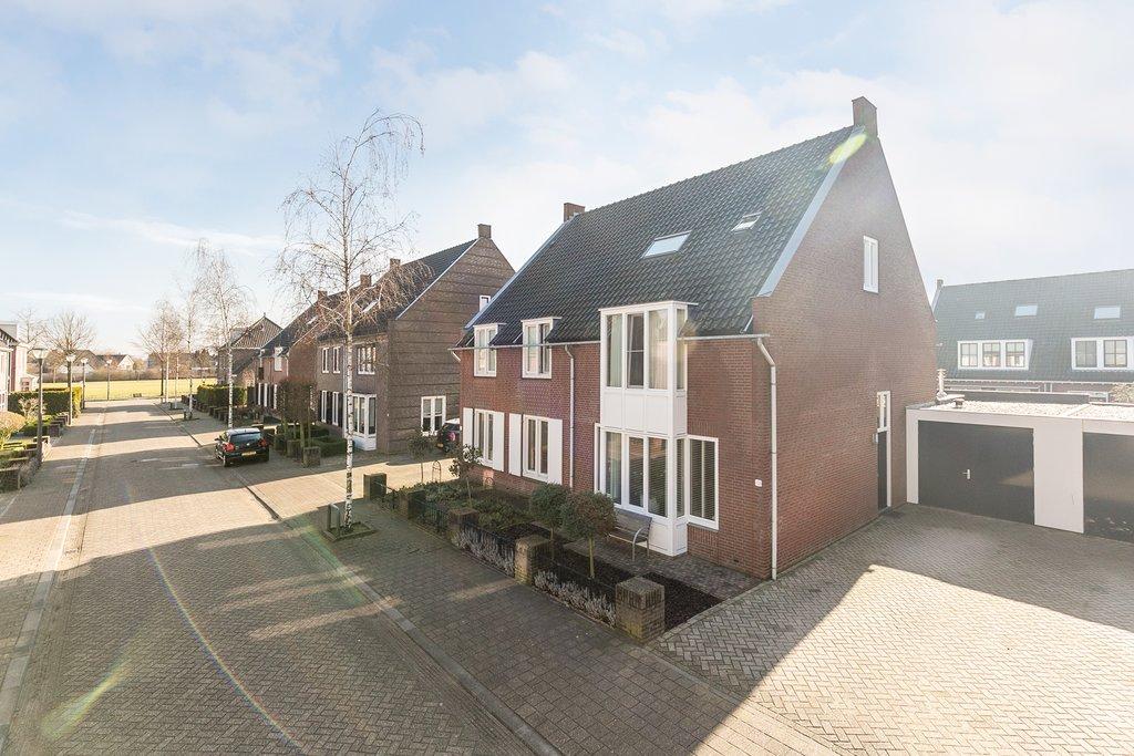 Den Hoge Hurk 13 In Helmond 5706 Sk Woonhuis Broeckx Makelaars