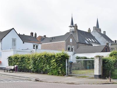Dorpsstraat 17 in Oud Gastel 4751 AH