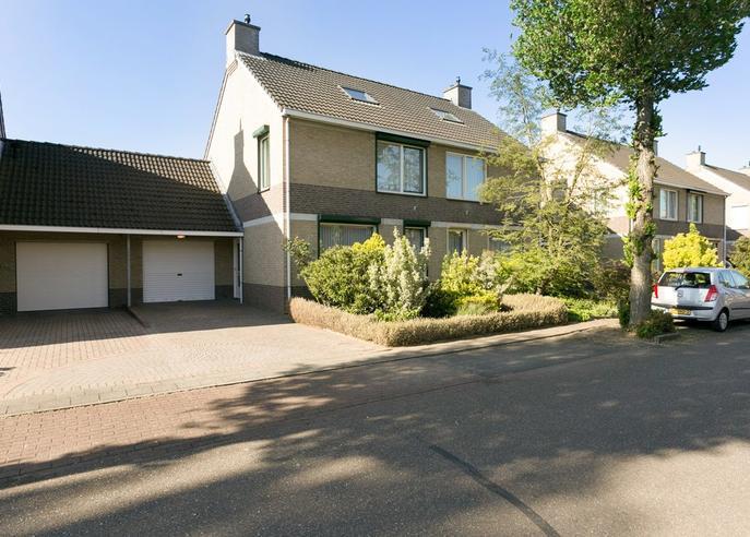 Brededwarsstraat 36 in Roermond 6042 GH
