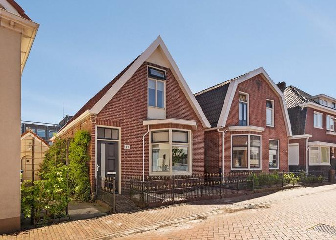 Mr. Jan Freseman Vietor-Straat 17 in Winschoten 9671 CN