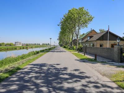 Kanaalweg Oostzijde 156 in Hellevoetsluis 3224 AD