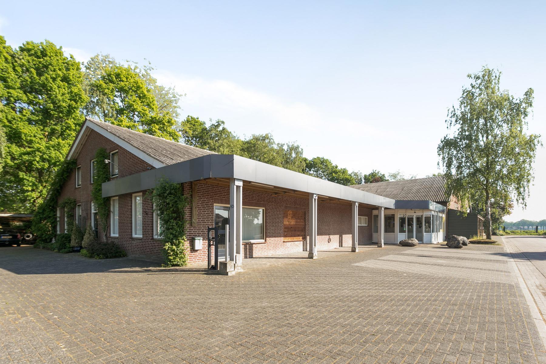 Dorpsstraat 24 + 24A in Ledeacker 5846 AA