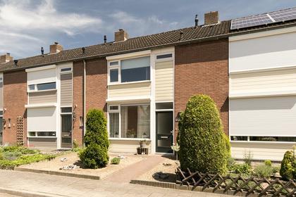 Pastoor Rutjesstraat 15 in Angeren 6687 BW