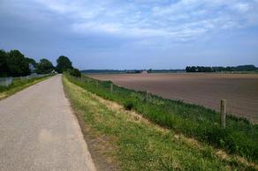 Dikkendijk (Dijkgronden) in Zevenbergen 4761 PN