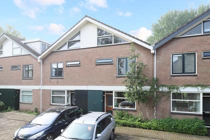 Lijsterbes 5 in Leiden 2318 AH
