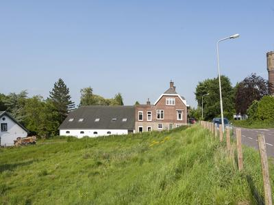 Ooster Lekdijk 57 in Krimpen Aan De Lek 2931 AM