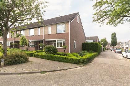 Harriet Freezerlaan 26 in Elst 6662 LN