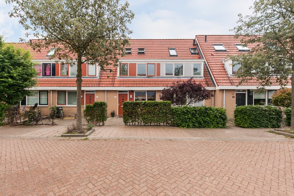 Riedermeet 69 in barendrecht 2993 xl: woonhuis. re max makelaarsgroep