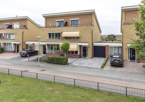 Laan Van Loevestein 26 in Nieuw-Vennep 2151 EB