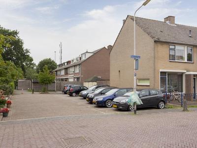 Nassaustraat 63 in Numansdorp 3281 BR