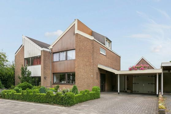 Dr Staringstraat 1 A in Losser 7582 BL