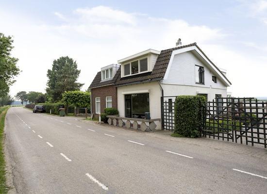Achterdijk 101 in Zevenbergen 4761 RD